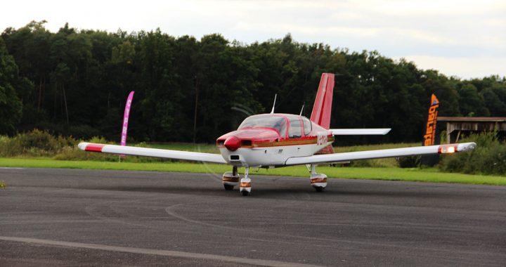 TB200 D-EMXR rollt zum Vorfeld