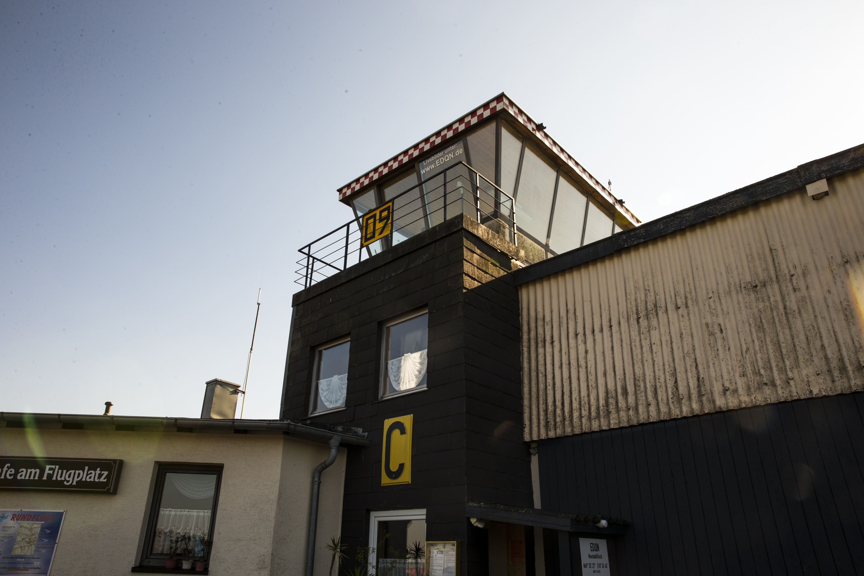Der Tower der Flugsportgruppe Neustadt an der Aisch.