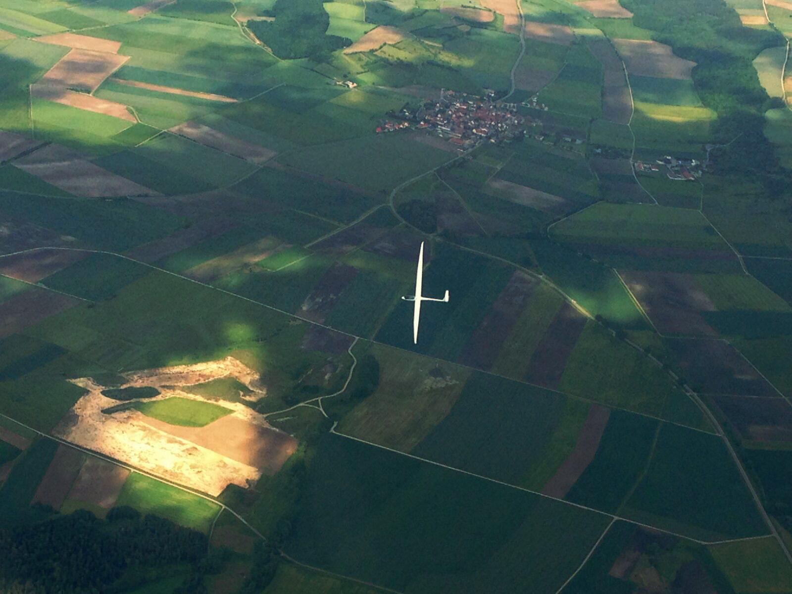 air-to-air: unsere ASW 15 von oben, fotografiert aus einem anderen Flugzeug.